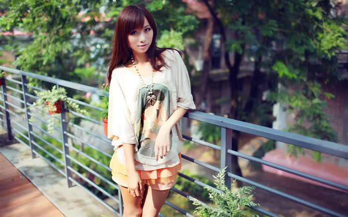 Pure leggy girls street shooting photo desktop wallpaper 09 Views:5258