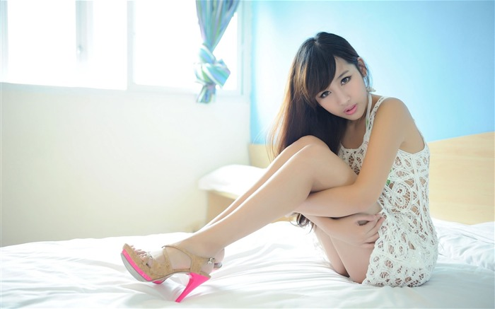 Sexy long legs beautiful photo HD widescreen wallpaper Views:35878
