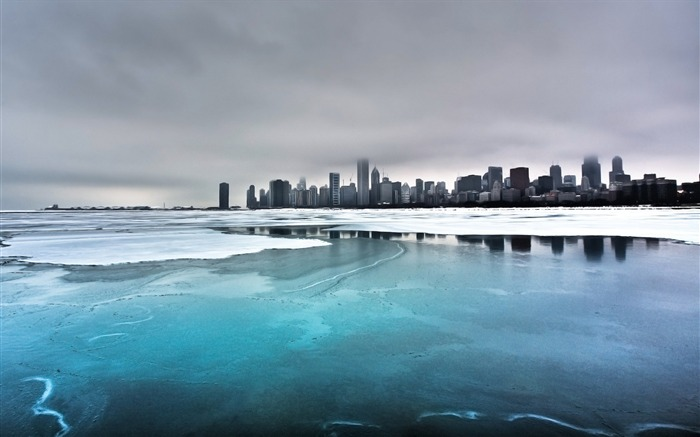 frozen lake and city-beautiful winter landscape wallpaper Views:7223