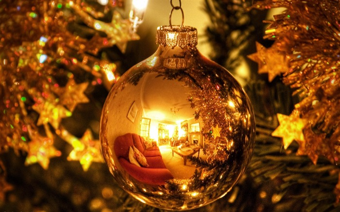 golden christmas decorations globe-2013 Merry Christmas wallpapers Views:8971