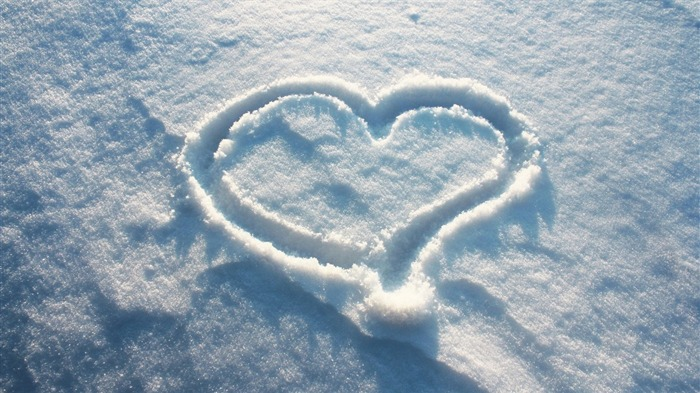 heart shape on the snow-beautiful winter landscape wallpaper Views:37401