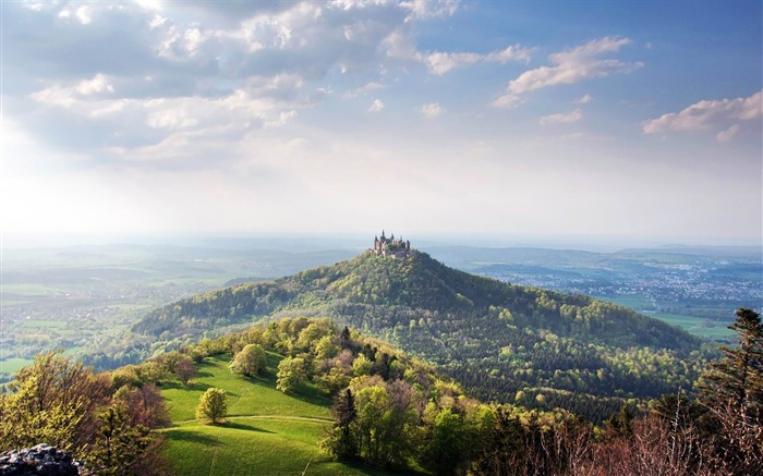 hohenzollern castle-Landscape with beat wallpaper Views:9941 Date:12/2/2012 10:55:50 AM