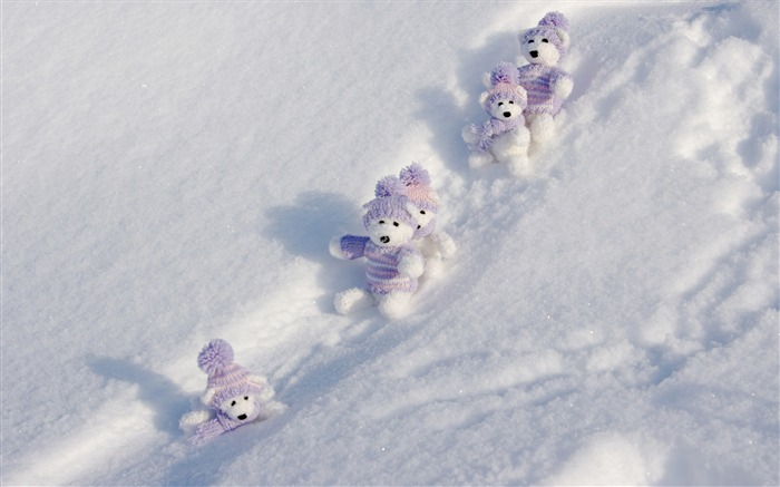 toy bears and snow-beautiful winter landscape wallpaper Views:13332