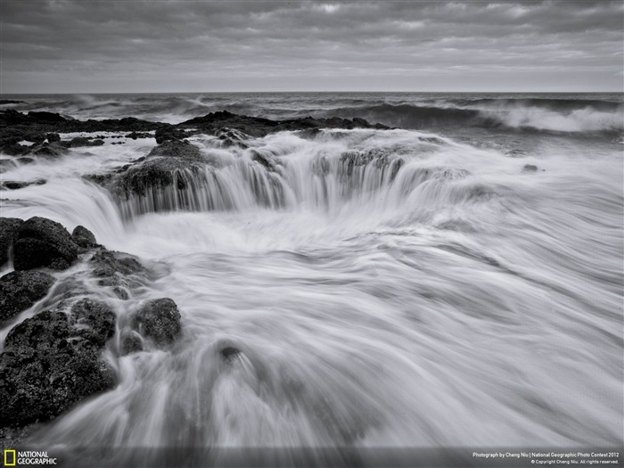 Fury of the Sea-2012 National Geographic Photography Wallpaper Views:4592
