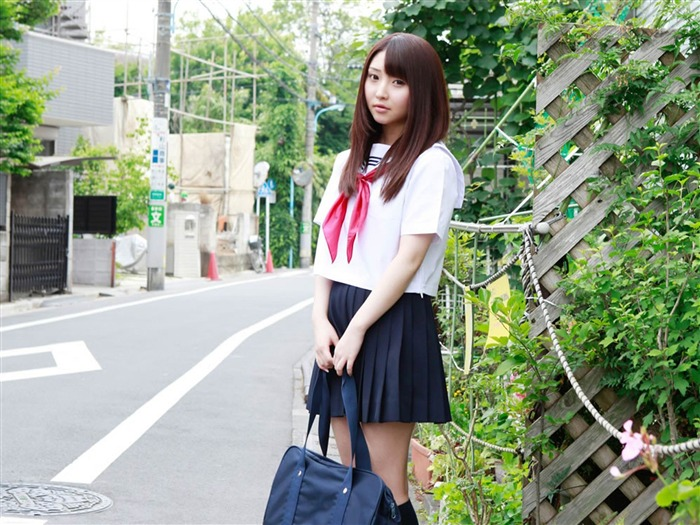Pure Japanese school girl with the beat on the streets Wallpaper 01 Views:16419