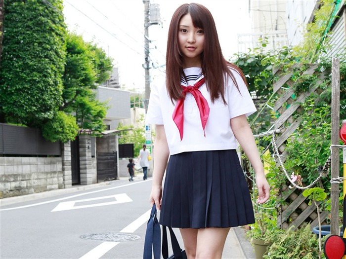 Pure Japanese school girl with the beat on the streets Wallpaper 02 Views:13528