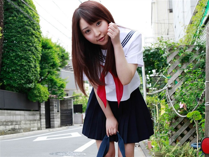 Pure Japanese school girl with the beat on the streets Wallpaper 03 Views:9150