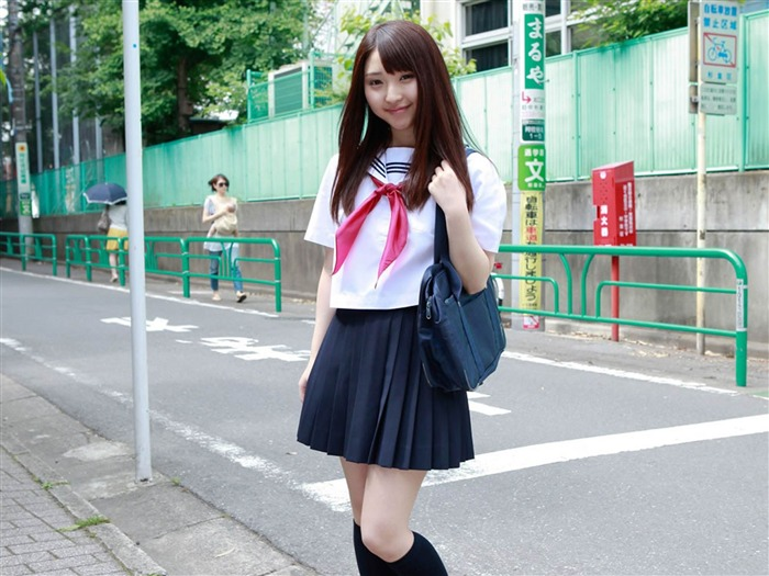 Pure Japanese school girl with the beat on the streets Wallpaper 04 Views:8704