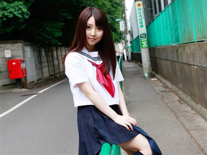 Pure Japanese school girl with the beat on the streets Wallpaper 06 Views:15311