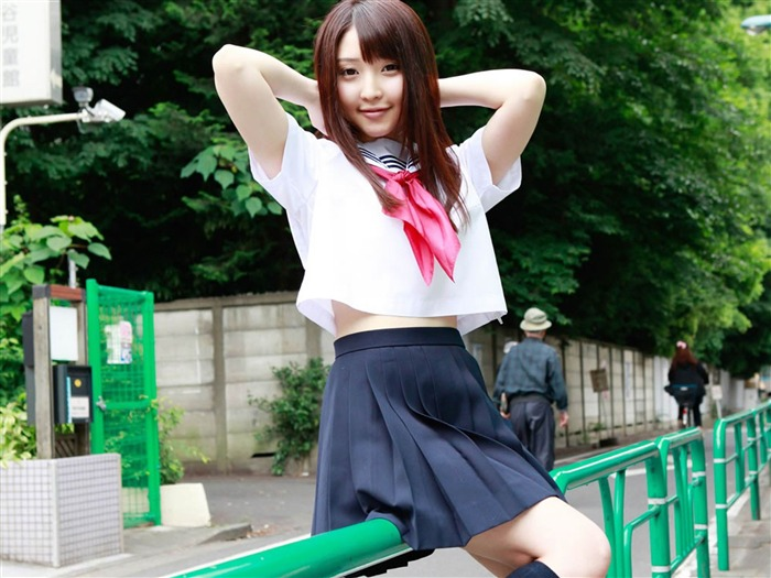 Pure Japanese school girl with the beat on the streets Wallpaper 07 Views:6667