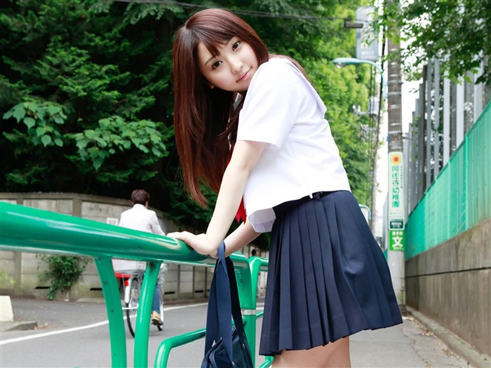 Pure Japanese school girl with the beat on the streets Wallpaper 08 Views:5688