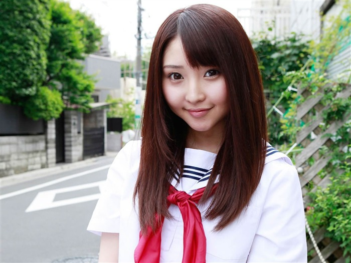 The pure Japanese school girl with the beat on the streets Desktop Wallpapers Views:14497