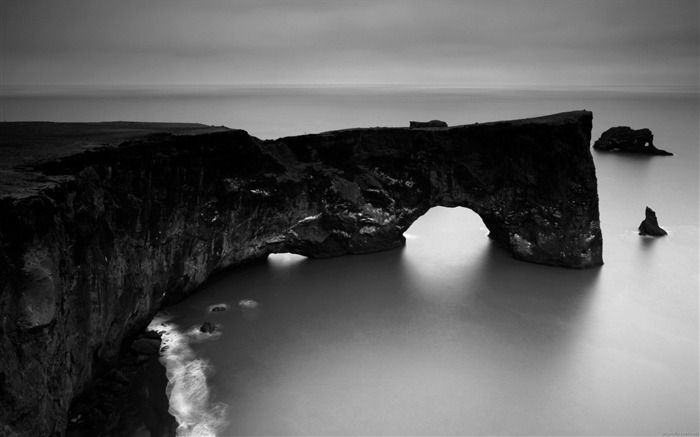 cove in iceland-amazing natural scenery wallpaper Views:5028 Date:1/5/2013 10:35:45 PM