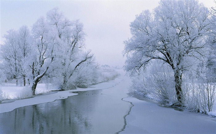 frozen river-amazing natural scenery wallpaper Views:5704 Date:1/5/2013 10:38:58 PM