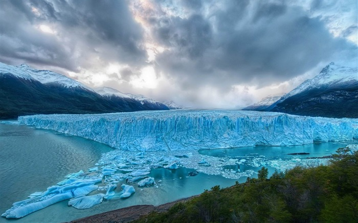 glacier-amazing natural scenery wallpaper Views:7704 Date:1/5/2013 10:40:27 PM