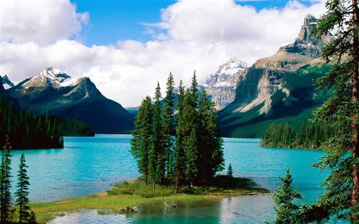 maligne lake-amazing natural scenery wallpaper Views:10197 Date:1/5/2013 10:41:20 PM