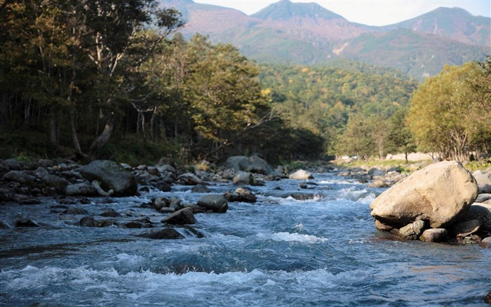 river-amazing natural scenery wallpaper Views:5091 Date:1/5/2013 10:43:05 PM