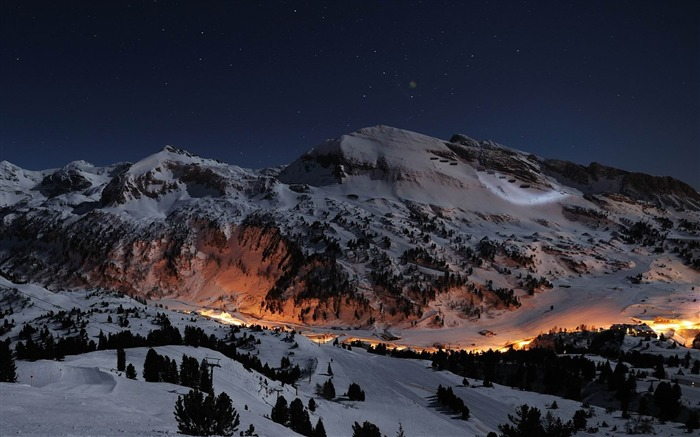 ski slopes at night-amazing natural scenery wallpaper Views:10640 Date:1/5/2013 10:45:45 PM