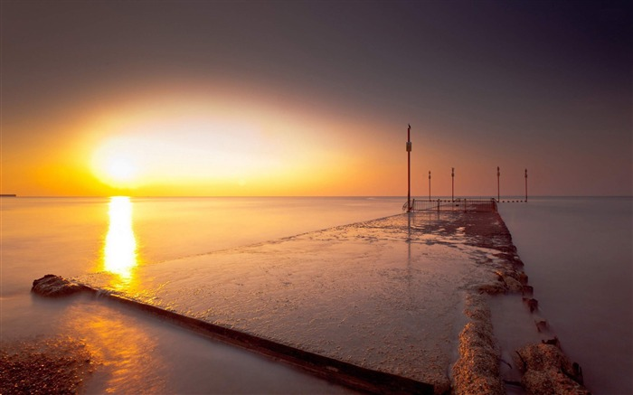 sunset on the pier-Sunny Beach Landscape Wallpapers Views:3973