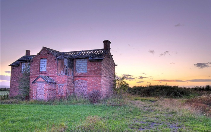 Abandoned house-Microsoft Windows Desktop Wallpaper Views:6800 Date:2/4/2013 1:18:24 AM