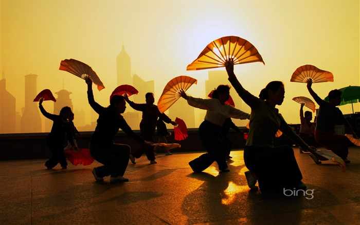 The people in the morning exercises-2013 Bing widescreen wallpaper Views:2131