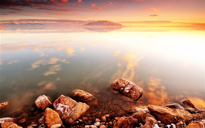 Amazing lakeside scenery HD desktop wallpaper Views:9623