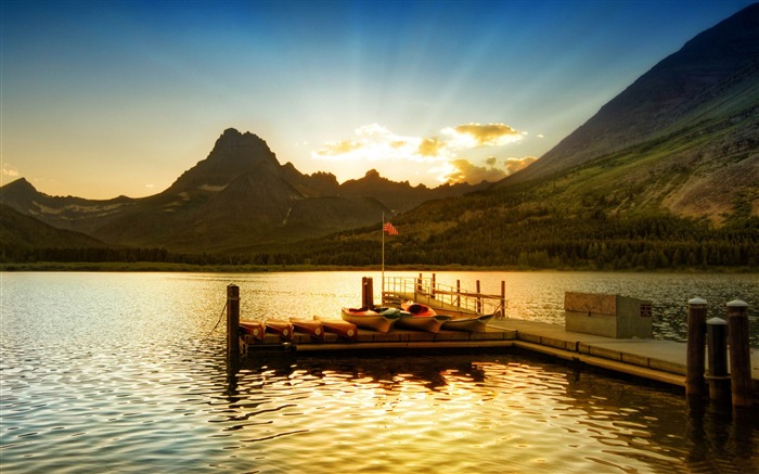 sunset at glacier national park-Lakeside scenery HD wallpapers Views:5504 Date:2/6/2013 11:39:54 PM