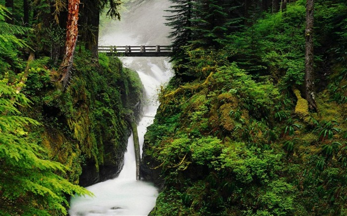 Spectacular waterfalls widescreen desktop wallpaper 10 Views:3308