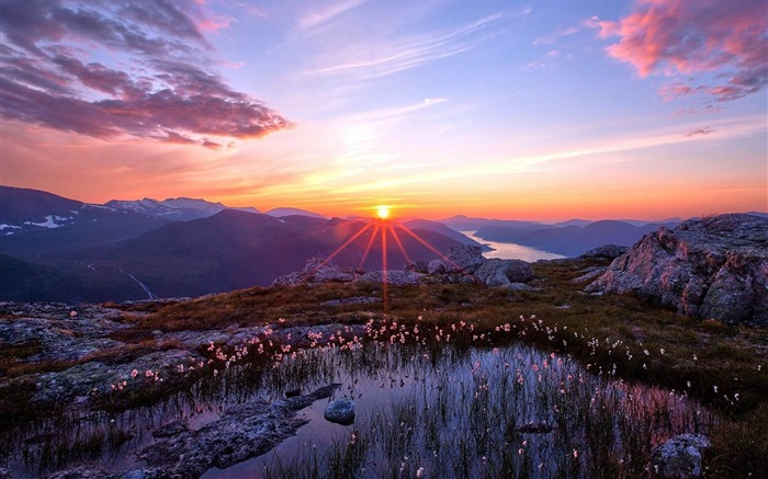sunset in the mountains-Natural scenery Desktop wallpaper Views:3024