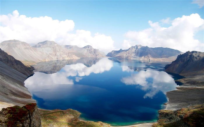 heaven lake china-Landscape widescreen wallpaper Views:5203 Date:5/7/2013 10:44:34 PM