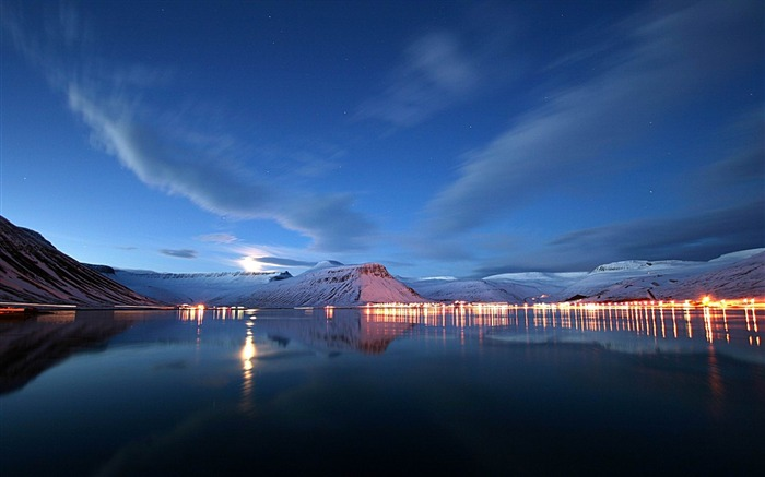 lake lights reflection-Landscape widescreen wallpaper Views:4359 Date:5/7/2013 10:45:29 PM