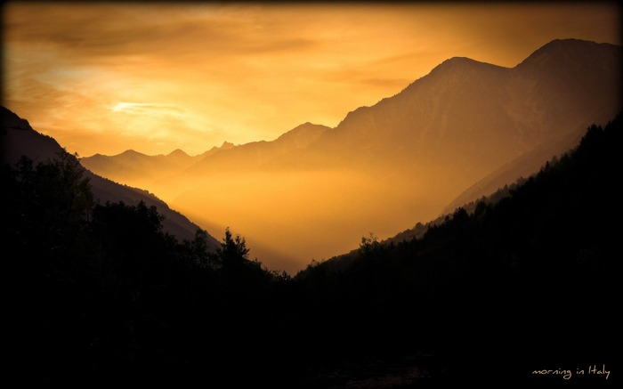mountains dawn sunbeams morning-landscape widescreen wallpaper Views:4066