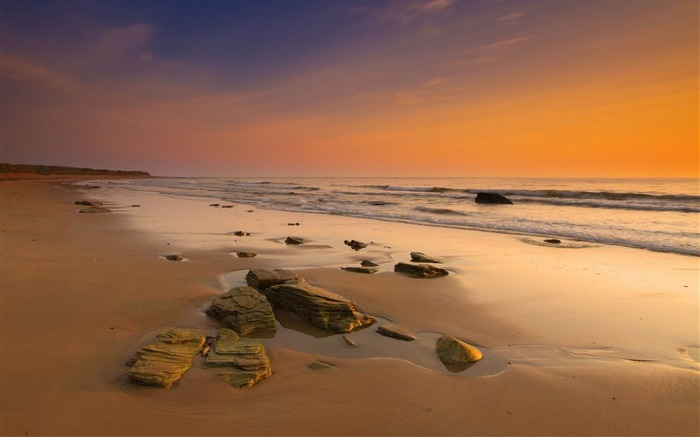stones on the beach-Landscape widescreen wallpaper Views:3153 Date:5/7/2013 10:49:24 PM