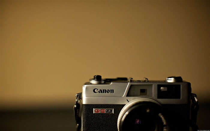 Canon old camera-Life photography HD wallpaper Views:5970 Date:6/15/2013 12:20:17 AM