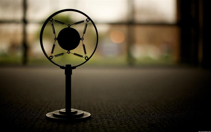 Retro microphone-Life photography HD wallpaper Views:4720 Date:6/15/2013 12:18:17 AM