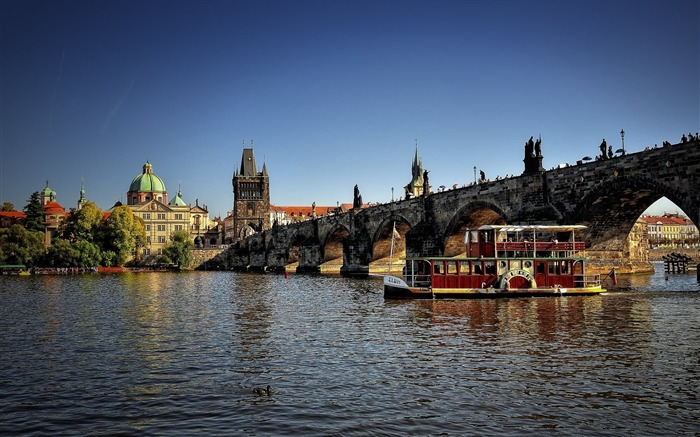 czech republic prague city river bridge-Photography HD wallpaper Views:5776 Date:6/20/2013 10:06:27 PM
