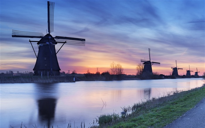 Dutch windmill kids dams-Windows themes wallpaper Views:13927 Date:7/6/2013 5:46:44 PM