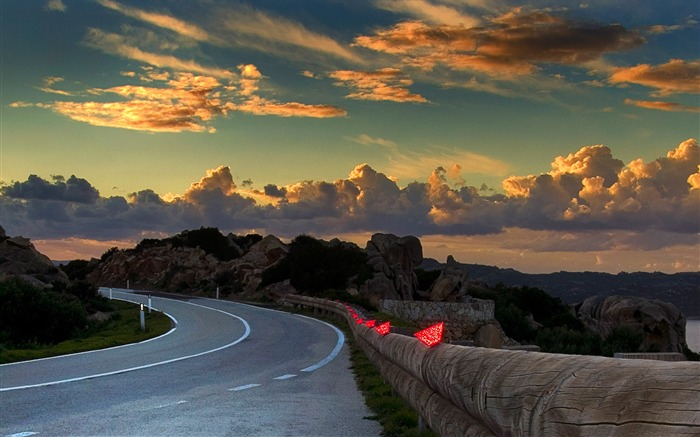 Winding streets Sardinia-Windows themes wallpaper Views:4362 Date:7/6/2013 5:51:24 PM