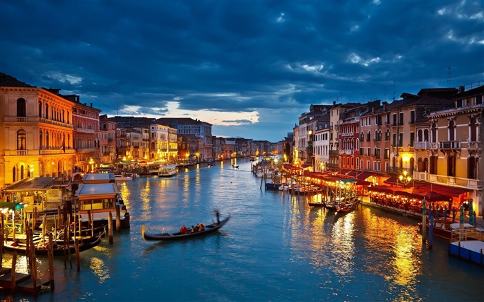 italy venice gondolas river-Cities HD Widescreen Wallpaper Views:11971 Date:7/14/2013 11:03:12 PM