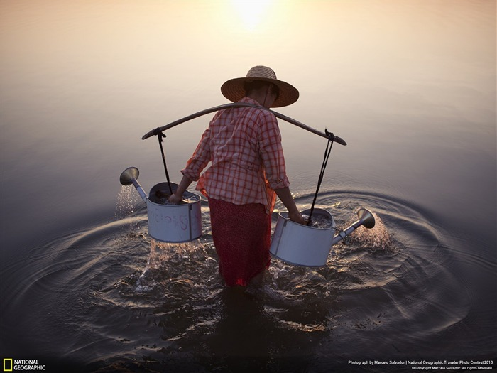 Lady in Water-National Geographic Wallpaper Views:3409