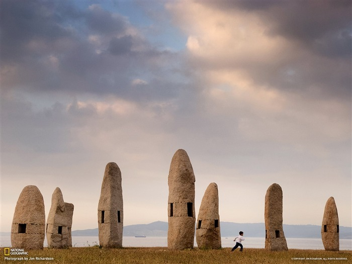 Standing Stones Galicia-National Geographic photo wallpaper Views:4199 Date:8/21/2013 9:20:04 AM