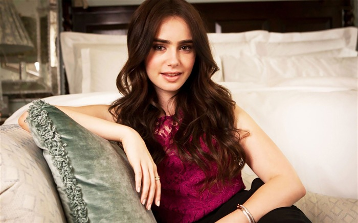 Lily Collins beauty photo HD wallpaper Views:16099