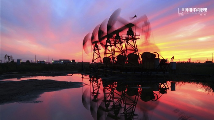 Oilfield sunset-China National Geographic wallpaper Views:6376 Date:9/17/2013 10:36:41 PM