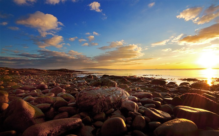 beach full of rocks-Nature HD wallpaper Views:7144 Date:9/7/2013 3:38:06 PM