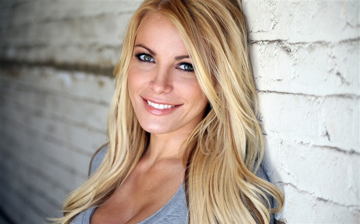 blonde hair eyes smile girl-Beauty photo HD wallpaper Views:4859 Date:9/30/2013 11:28:30 AM