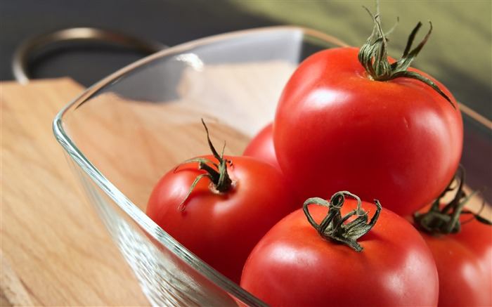 tomatoes glass-Food HD Wallpaper Views:3045