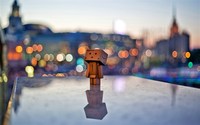 Danbo in the city-Danbo Photography Wallpaper Views:3640