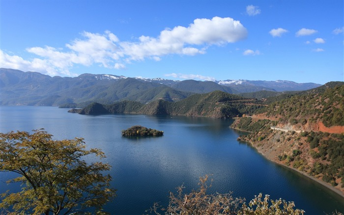 Beautiful China Lugu Lake scenery Wallpaper Views:5450