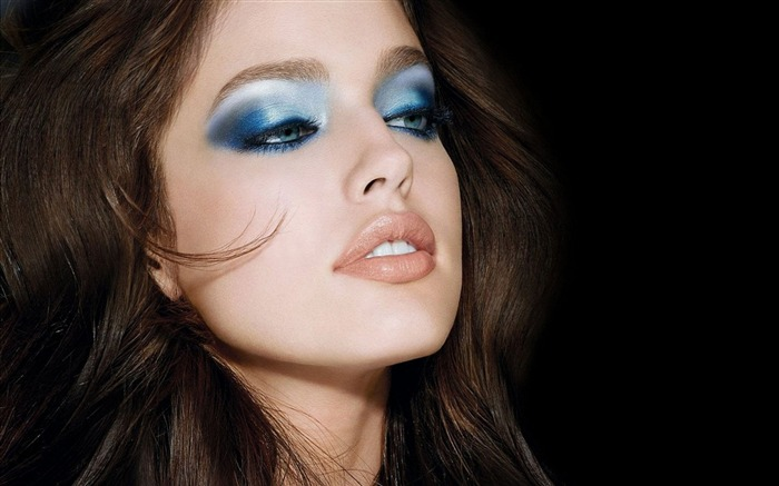make-up brunette face style-photo HD wallpaper Views:1928