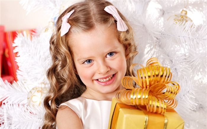 Cute kids Merry Christmas Holiday Wallpaper 02 Views:3085